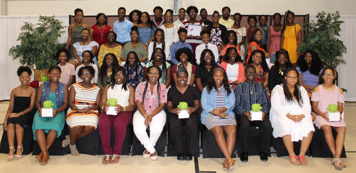 Summer Youth Works! provided high school &amp; college students w/ paid work experience, financial literacy skills, &amp; laptops. #CommunityAction <br>http://pic.twitter.com/DjzGYSWnUq