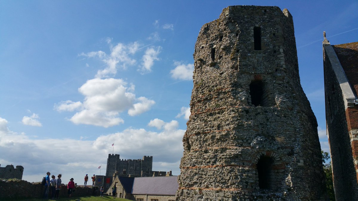 @wmarybeard The #Roman pharos @EHdovercastle - a fascinating survival and underrated feature next to the medieval castle and WWII tunnels<br>http://pic.twitter.com/L6pi3yyGKb