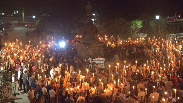Racismo às claras e fuzis à mostra: O que vi (e senti) no maior protesto movido pelo ódio em décadas nos EUA https://t.co/221NxerqND