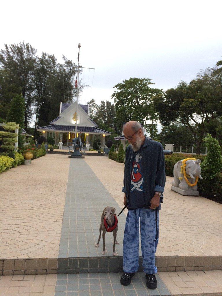 ピースの白内障の手術成功を祈ってカミさんが毎日祈りに来ていた所に今日は御礼に連れてこられた(^.^)…