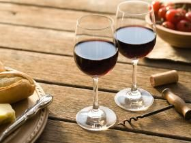 """""""alcohol... allows you to tap into your unconscious mind &amp; find alternative solutions""""  https:// buff.ly/2wUVtDM  &nbsp;   #foodforthought #wine #drinks <br>http://pic.twitter.com/CmNk1sYLP8"""