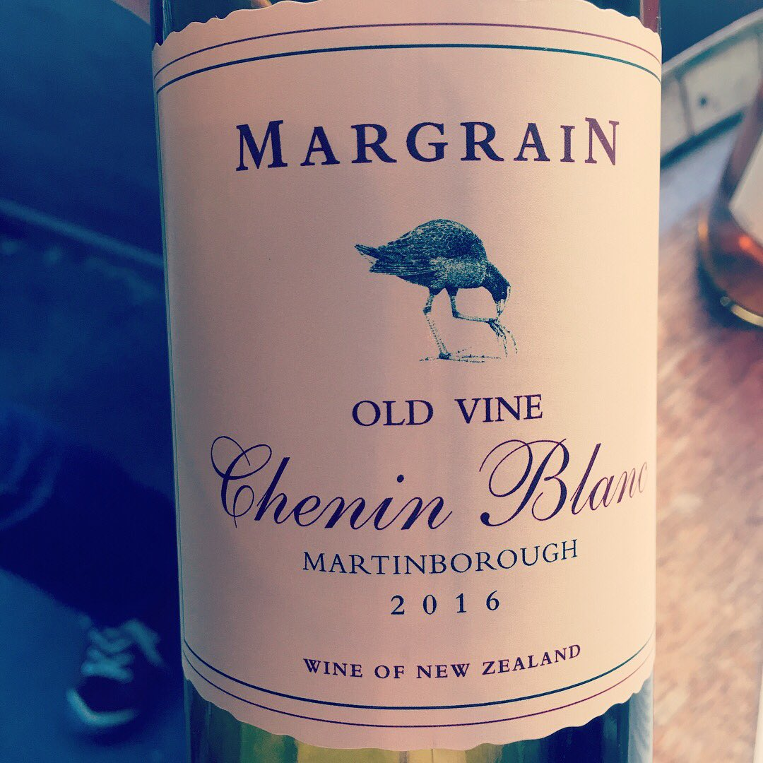 I tasted #drinkchenin in New Zealand. One was old vine too, go figure @MargrainWines #NZWines #epicureanNZ17<br>http://pic.twitter.com/L36hvFvPY6