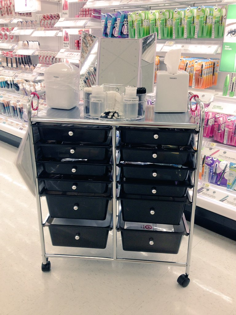 Come and give us a try at #T2847 with our new beauty cart!  #drivingsales #happyguests <br>http://pic.twitter.com/Vz3lxUTq9v &ndash; bij Target
