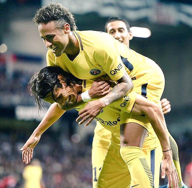 VICTOIRE 3-0 DU PSG À GUINGAMP (CSC, CAVANI, NEYMAR) !  Succès record au Roudourou avec un Neymar chaud! #EAGPSG pic.twitter.com/jgpb8NZSSp