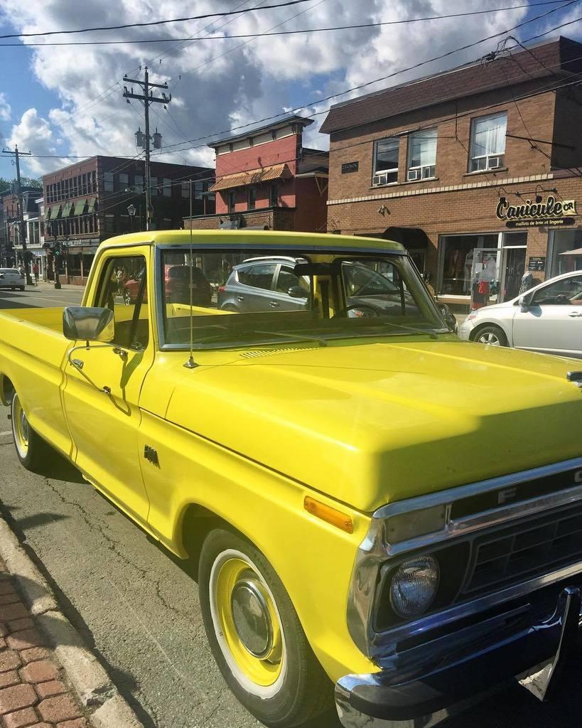 Old pickup truck on the Main! #ford #oldies #yellow #julielapie  http:// ift.tt/2w1Cifs  &nbsp;  <br>http://pic.twitter.com/4buH7Cuzda