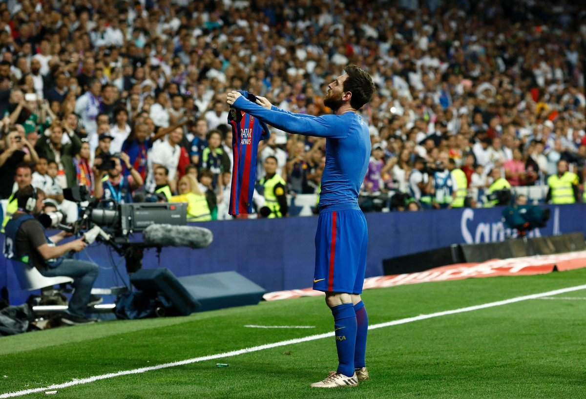 Who did it better? #ElClasico   RT for Messi  LIKE for Ronaldo <br>http://pic.twitter.com/PH7PcduSXj