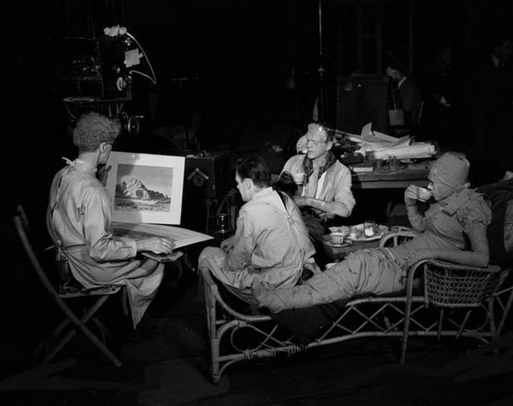 #Monster&#39;s break for afternoon tea. Ernest Thesiger, Colin Clive, #BorisKarloff and Elsa Lanchester<br>http://pic.twitter.com/Wf02gTdMXh