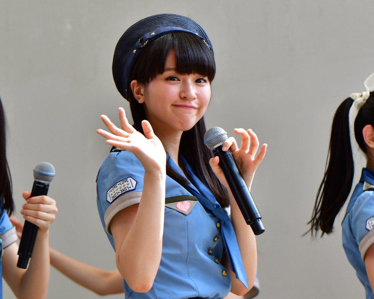 #佐々木舞香 元気。すっごい元気。 アー写のあのキメ顔は何ってほど元気。笑 笑顔が可愛いので今後あの…
