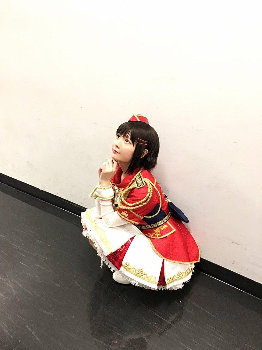 ぽつん。ぼっち幸子。 (はぁ…ボクは座ってるだけでこんなにカワイイだなんて!床や壁さえもボクを引き立…