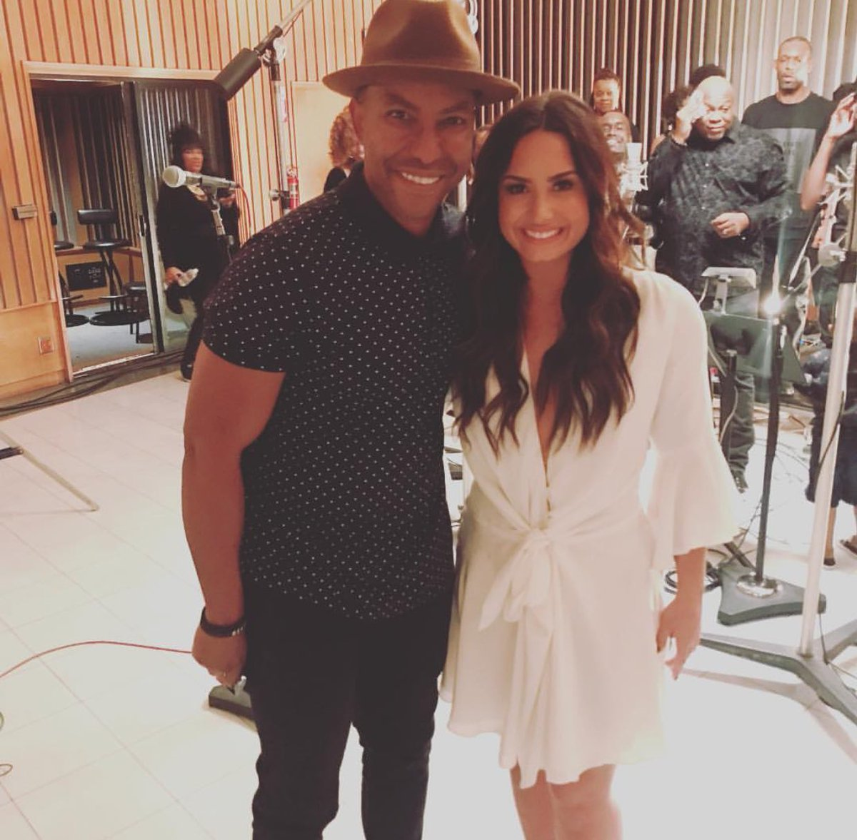 javenonline: Incredible day today #working w/ this #amazing #gift @ddlovato what a #voice!  https://www. instagram.com/p/BXwSVJpFVlZ/  &nbsp;  <br>http://pic.twitter.com/48faG0u8J4