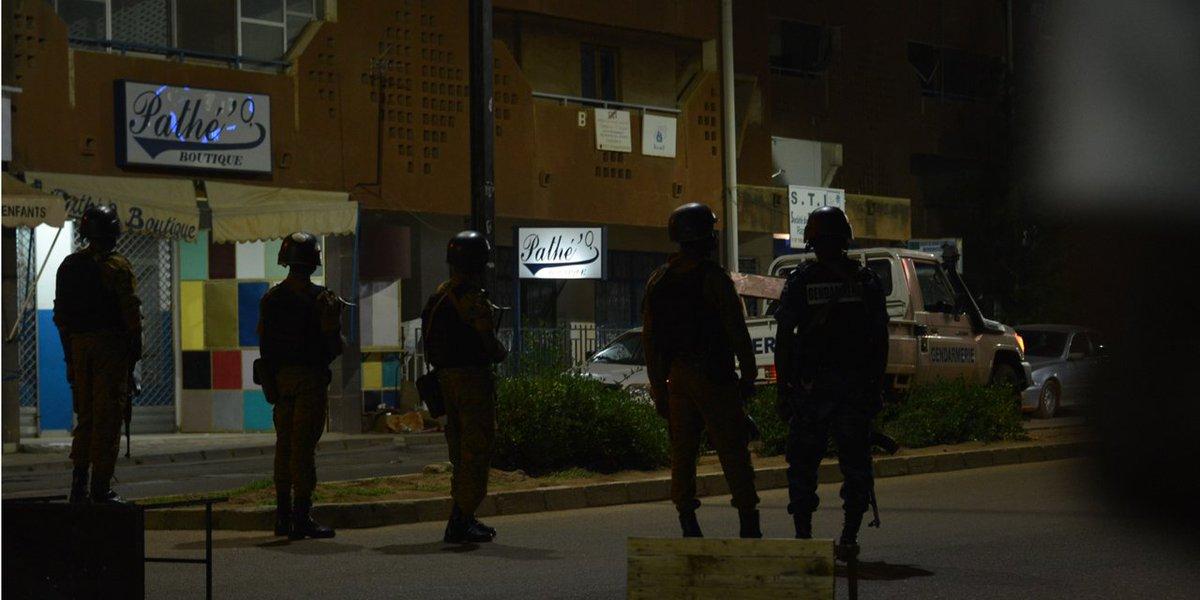 #BurkinaFaso : 17 morts dans une &quot;#attaque #terroriste&quot; #otages  http:// fr.azvision.az/news/44921/bur kina-faso-17-morts-dans-une-attaque-terroriste-.html &nbsp; …  #Ouagadougou #hrw #socialmedia<br>http://pic.twitter.com/JsUYFwWxg5