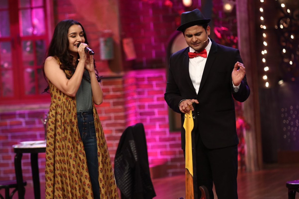 [PICS]: @ShraddhaKapoor sings a duet with Sanket Bhosale on #TheDramaCompany!