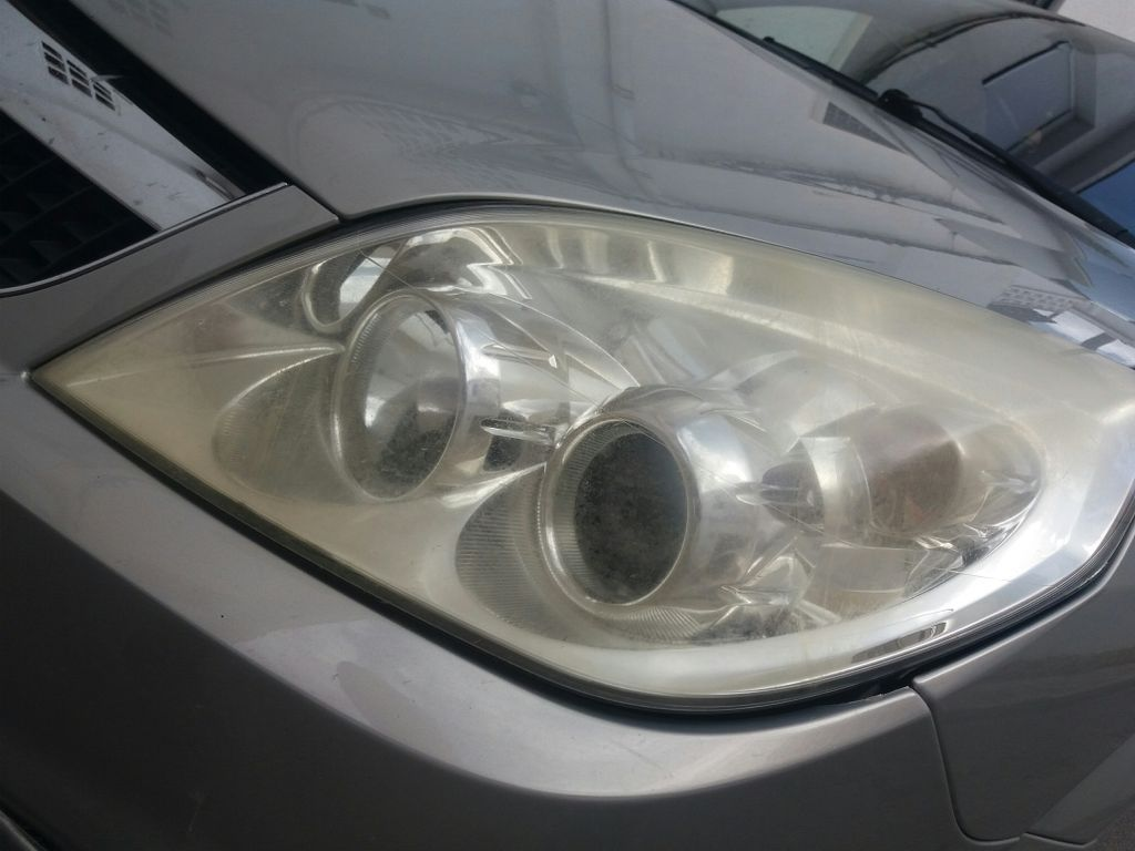What is the best method to #clean my #headlights ??. Tried specsavers wipes already :D  #cleanheadlights #headlightscleaningmethod<br>http://pic.twitter.com/RVAwNJDr5w