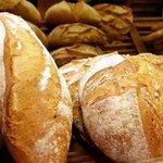 En août, trouver du #pain 🥖 à Issy, c'est facile. Trouvez les horaires de vos #boulangeries préférées en un clic: https://t.co/ED5BgRfZv0 🥐