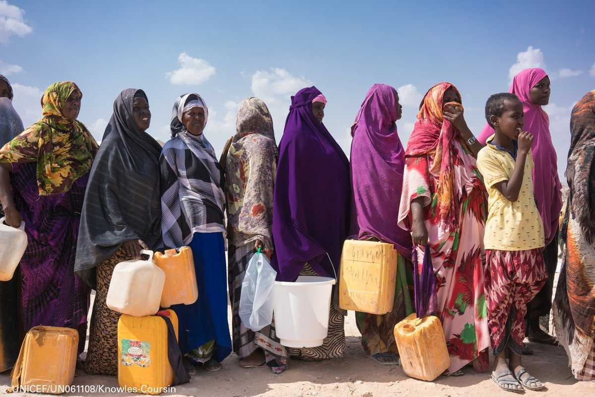 Safe water should not be a privilege. Please RT if you agree. #UNICEF #WHO report:  https:// washdata.org  &nbsp;   v/@unicef<br>http://pic.twitter.com/AFhx11KKsZ