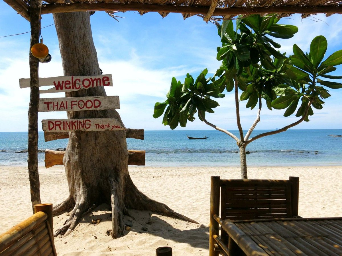 A complete guide to the paradise island #KohLanta - where to stay, what to do &amp; where to eat!    http:// bit.ly/2vU8j8J  &nbsp;   |#travel #thailand<br>http://pic.twitter.com/ICARoNlj3N