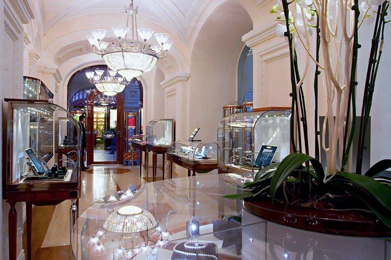 Interiors par H&amp;H Group SRL, Italian classic #interior #shop #bijoux #luxe #design #production #implémentation #Benelux #italy #Belgique <br>http://pic.twitter.com/FaGqbezvZR