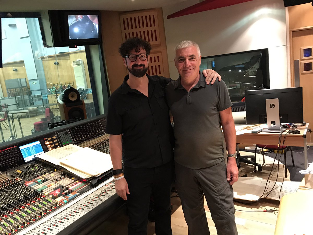 Exciting start to the new #Endeavour series at @AbbeyRoad with my great friend @Matt_Slater.<br>http://pic.twitter.com/ZOzzwE2ki1