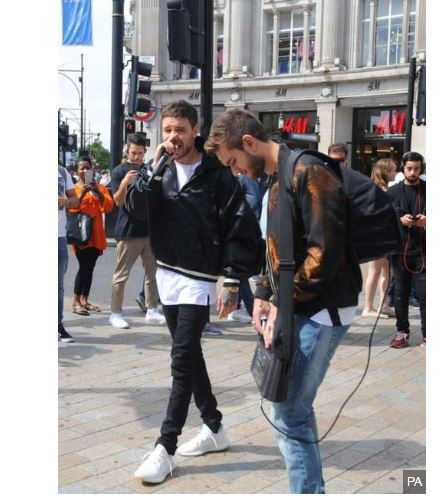 One Direction singer @LiamPayne busks in Oxford Circus https://t.co/l1TgeFHY5D