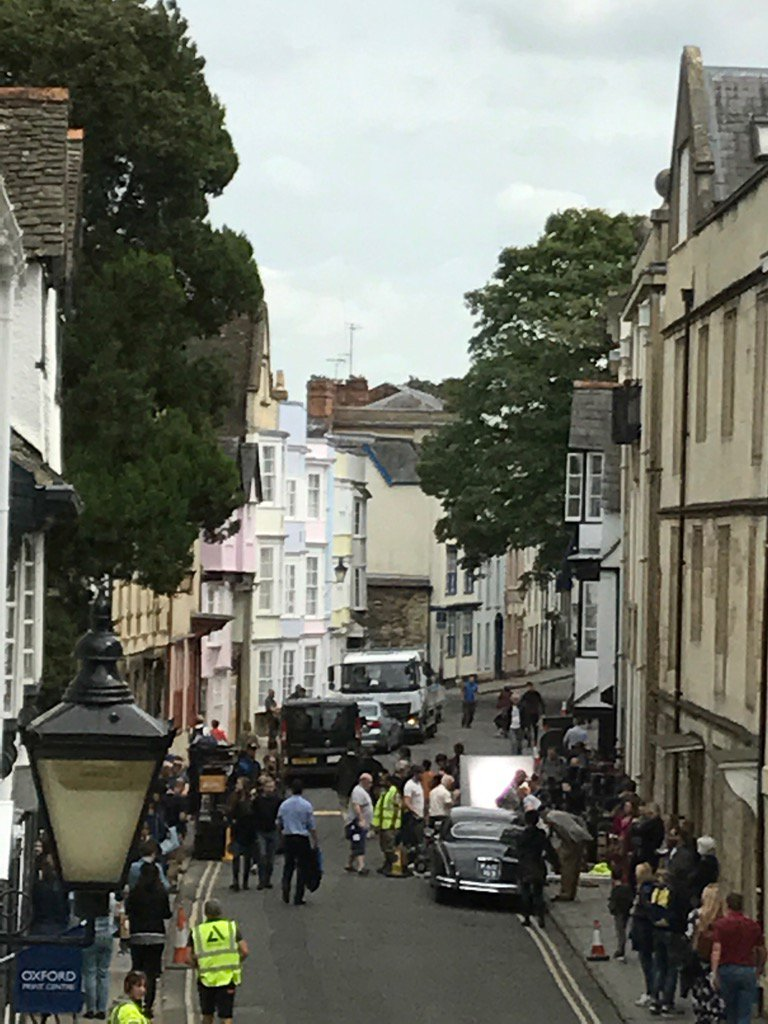 They are filming #Endeavour outside our Holywell Music Room this afternoon! #oxford<br>http://pic.twitter.com/2kUIWhm0J1