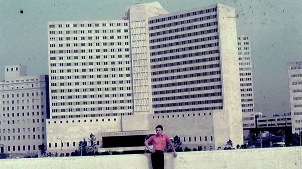 'Encontrei meu ídolo numa mesa de necrotério': o médico brasileiro que participou da necropsia de Elvis Presley https://t.co/0vVwoI4xy8 #G1