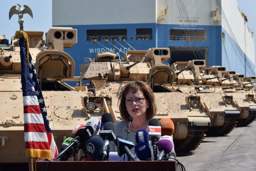 Les USA livrent des chars de combat à l'armée libanaise   https://www. lorientlejour.com/article/106719 6/les-usa-livrent-des-chars-de-combat-a-larmee-libanaise.html  …  … … #Liban #M2 #Bradley #Beyrouth #USApic.twitter.com/TKJsVnYMWY