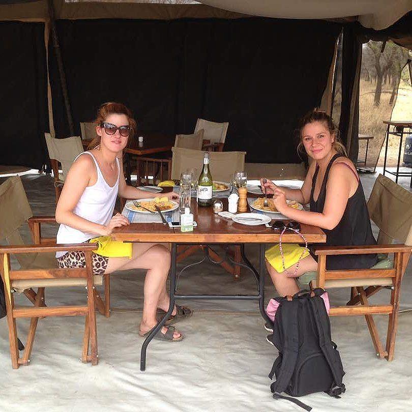 Raquel and Sofia enjoying their meal. #serengeti #tanzaniasafari #africansafari #discover #unexpected <br>http://pic.twitter.com/hRA0Qqv1ry