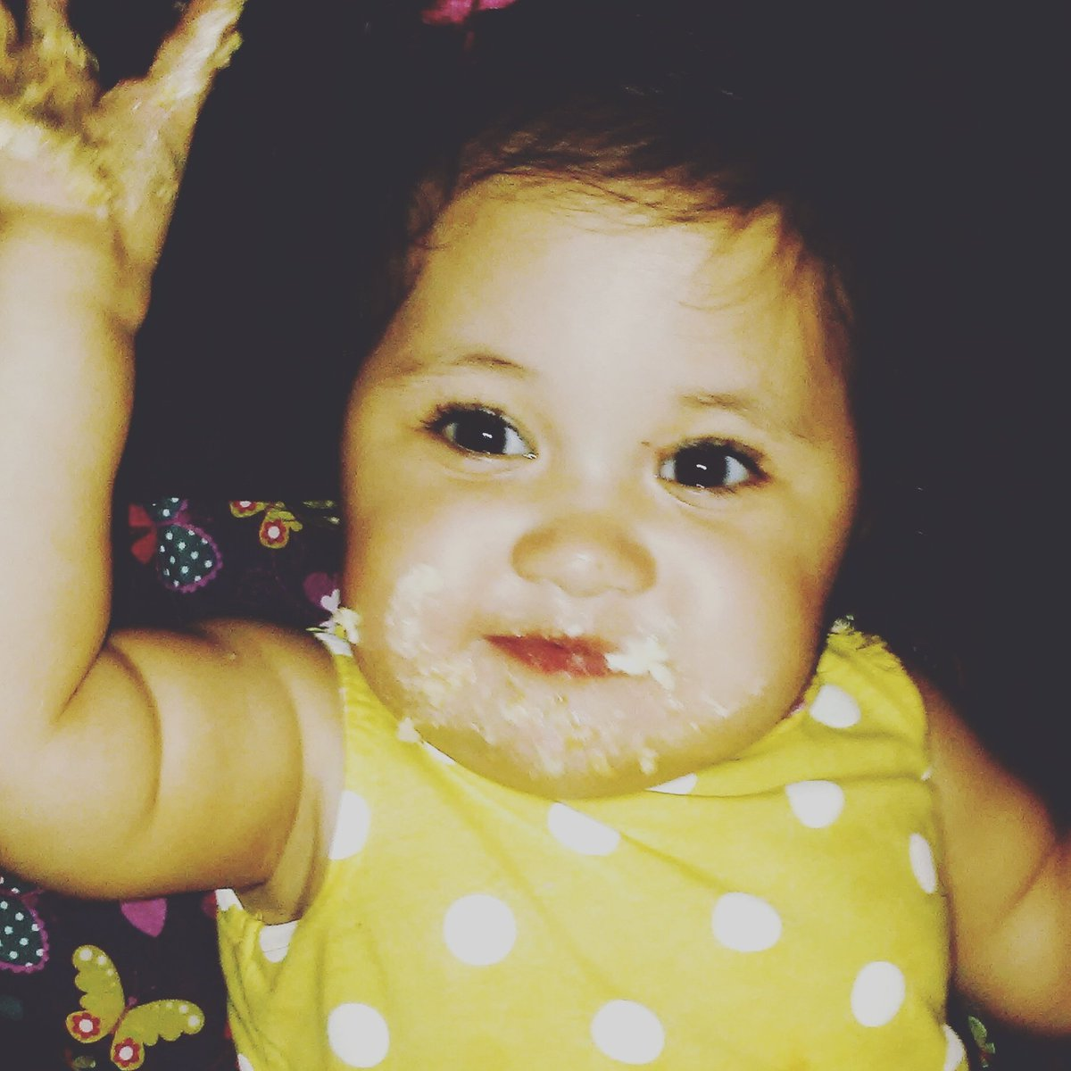 1Year!  Her first taste of cake! (She definitely approves!)My darling, you&#39;re a whirlwind of smiles &amp; laughter! #HappyBirthday #motherhood <br>http://pic.twitter.com/NTH3pWRrnp