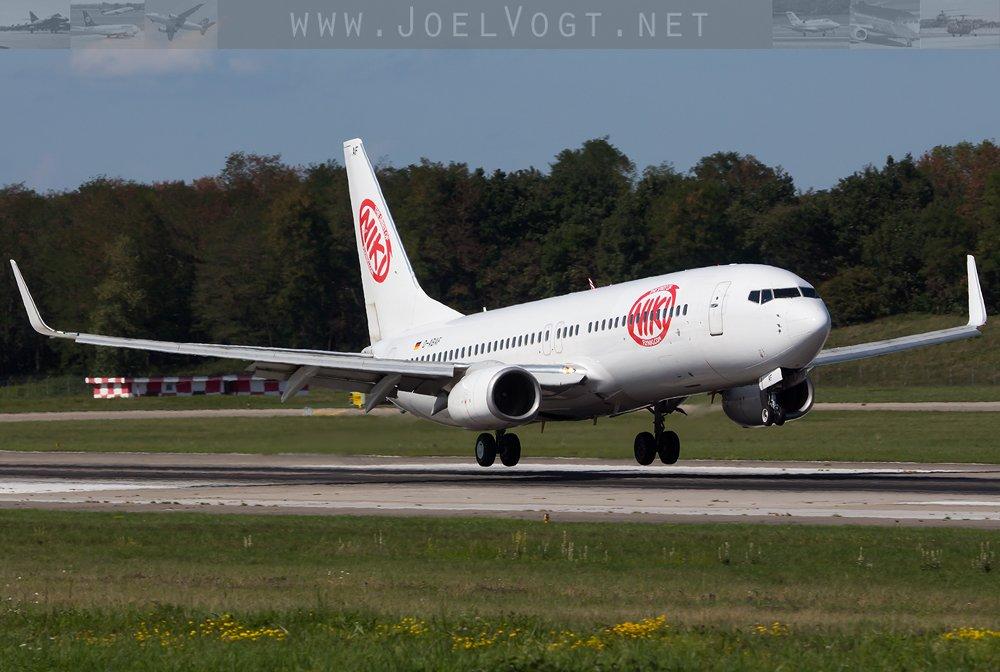 5 months into the #summer season and this #Niki #B737-800 finally has titles:   http://www. joelvogt.net/aviation/spott erbrowser/imgview.php?id=15900 &nbsp; …   #airberlin #BSLmovements #avgeek<br>http://pic.twitter.com/KATG4ksurX
