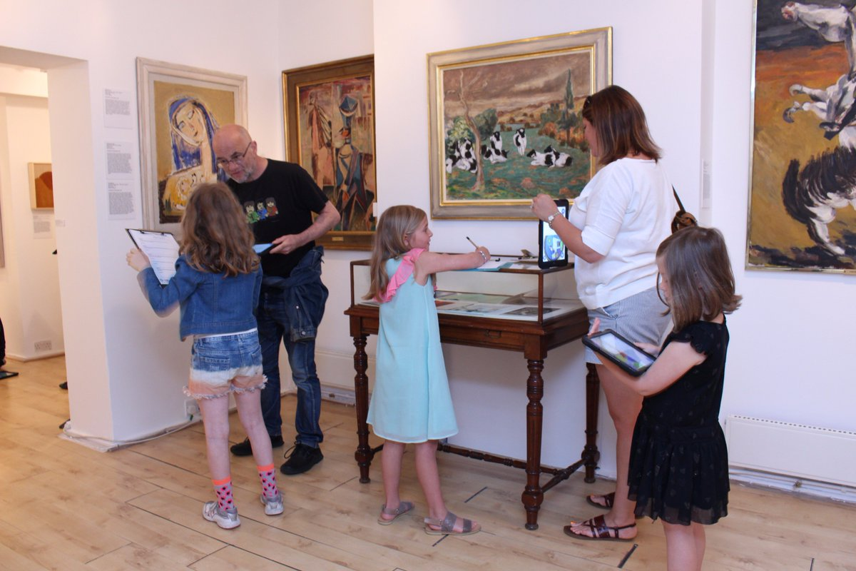 Stuck for summer holiday activities? Family Art Adventures this Wednesday 16th at 10.30. Come along, it's free! https://t.co/wdbFrSXMws