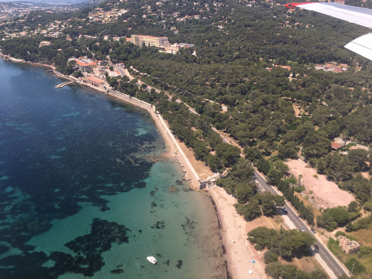 #SouthofFrance - one of our clients&#39; favorite regions in summer! A client sent us this picture of his #privateflight to #Toulon on a #Boeing<br>http://pic.twitter.com/XBl4r92Ylz
