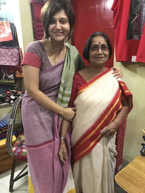 It is always special to meet your school teacher all of a sudden. Brings back memories galore ❤️😍#DidiMajumdar #MyBanglaTeacher https://t.co/fLR1fDxLMq