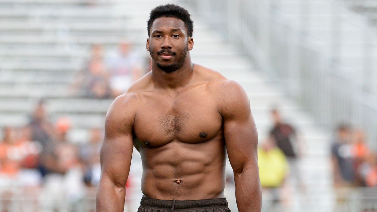 Cleveland Browns Players Amazed By Star Rookie Comfortable Walking Around Shirtless trib.al/8BDyJu0