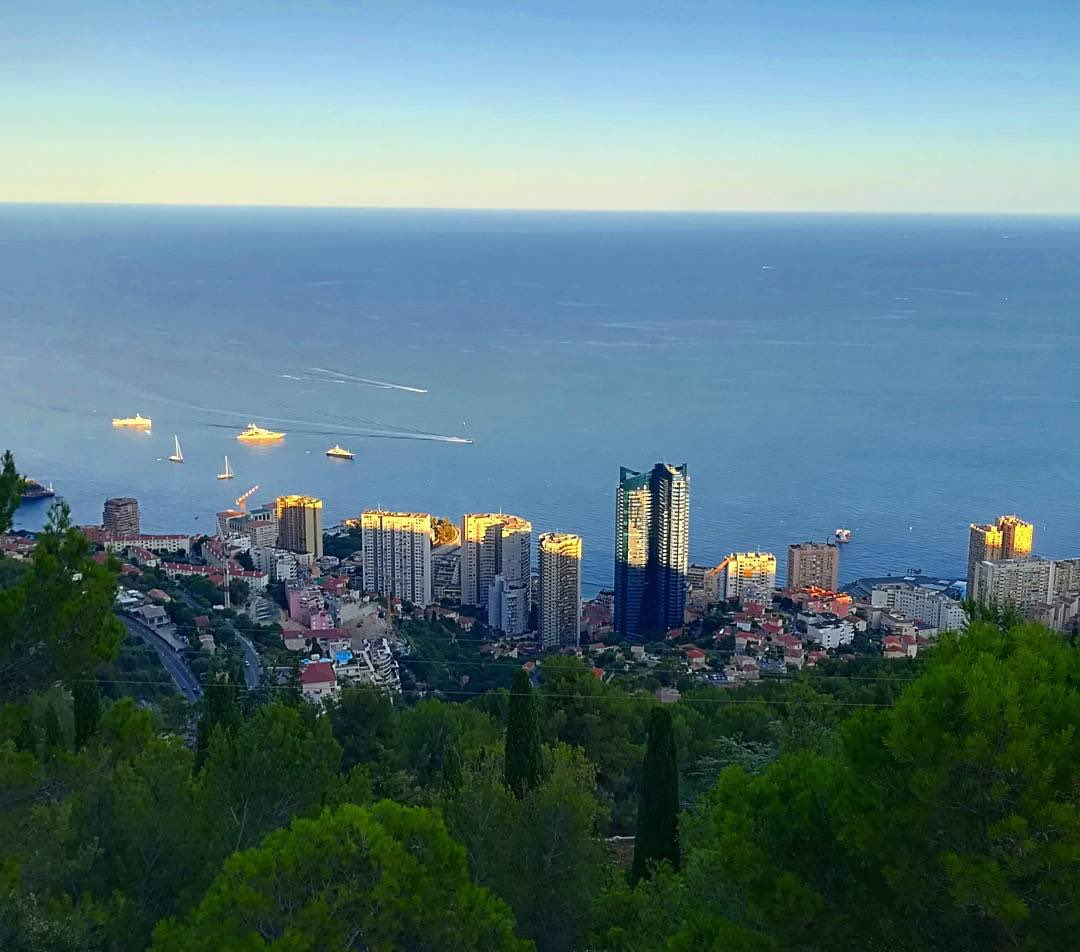 And when the sun goes down  Happy Holidays everybody  #monaco #montecarlo #victordemonaco<br>http://pic.twitter.com/ICIU3y3kXp