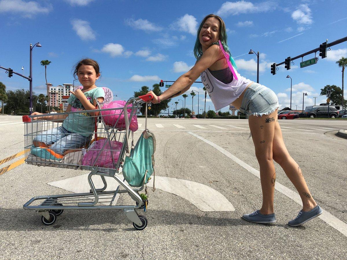 Confira trailer e pôsterde THE FLORIDA PROJECT, de Sean Baker, com Willem Dafoe https://t.co/b8xBax3pP1 #TheFloridaProject