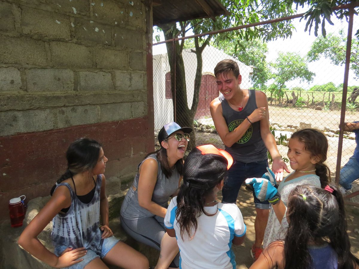 Aaron, Danielle &amp; Kiera share some laughs with the kids on site at Flor de Sacuanjoche School. #IYES #empower #IndigenousYouth #decolonize <br>http://pic.twitter.com/asTFK0nQ7W