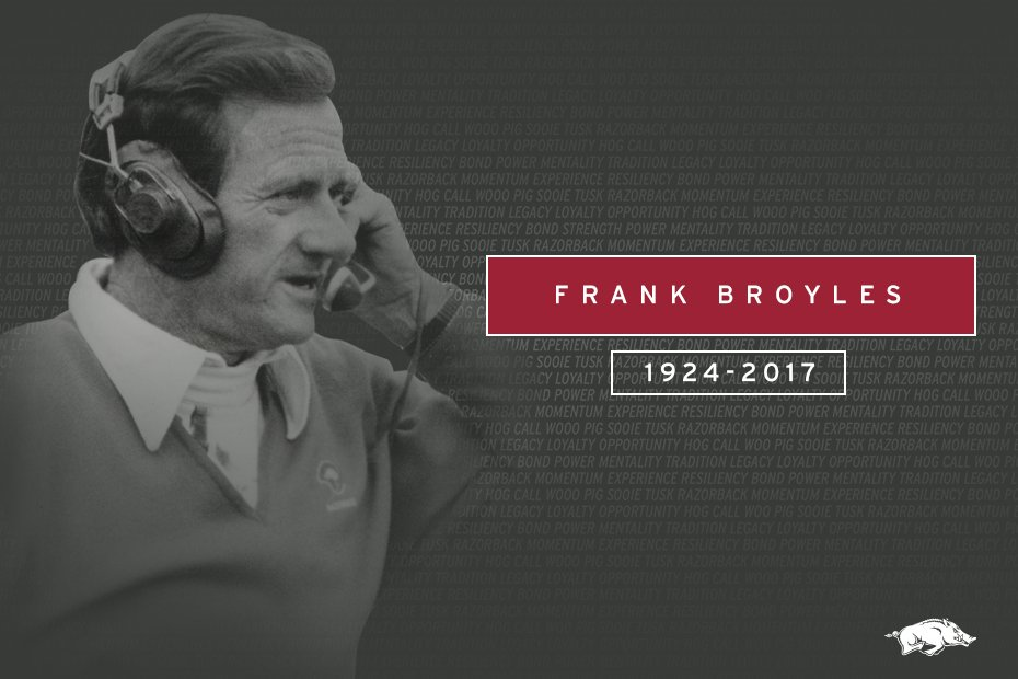"""""""It is with profound sadness that we announce the passing of Coach Frank Broyles.""""  https://t.co/aVqGTDiiuE https://t.co/4OBqSEG4f6"""