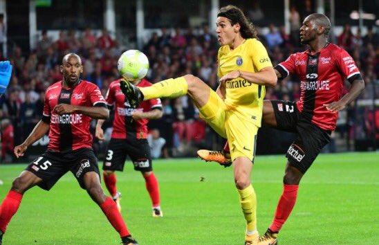 #Cavani a inscrit à #Guingamp son 132e but avec le #PSG, il lui en faut désormais 25 pour détrôner #Ibrahimovic (156) ! #TeamPSGpic.twitter.com/h6N1ZcZLWy