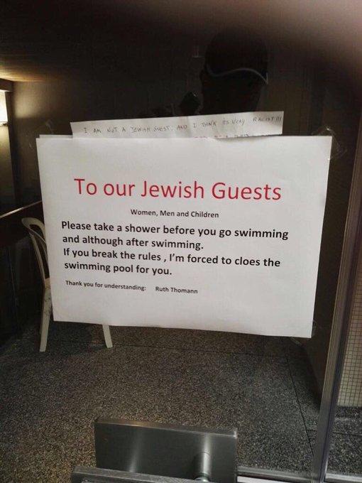 """فندق سويسري """"النزلاء اليهود"""" الاستحمام DHNlGyHXsAA80UV.jpg:small"""