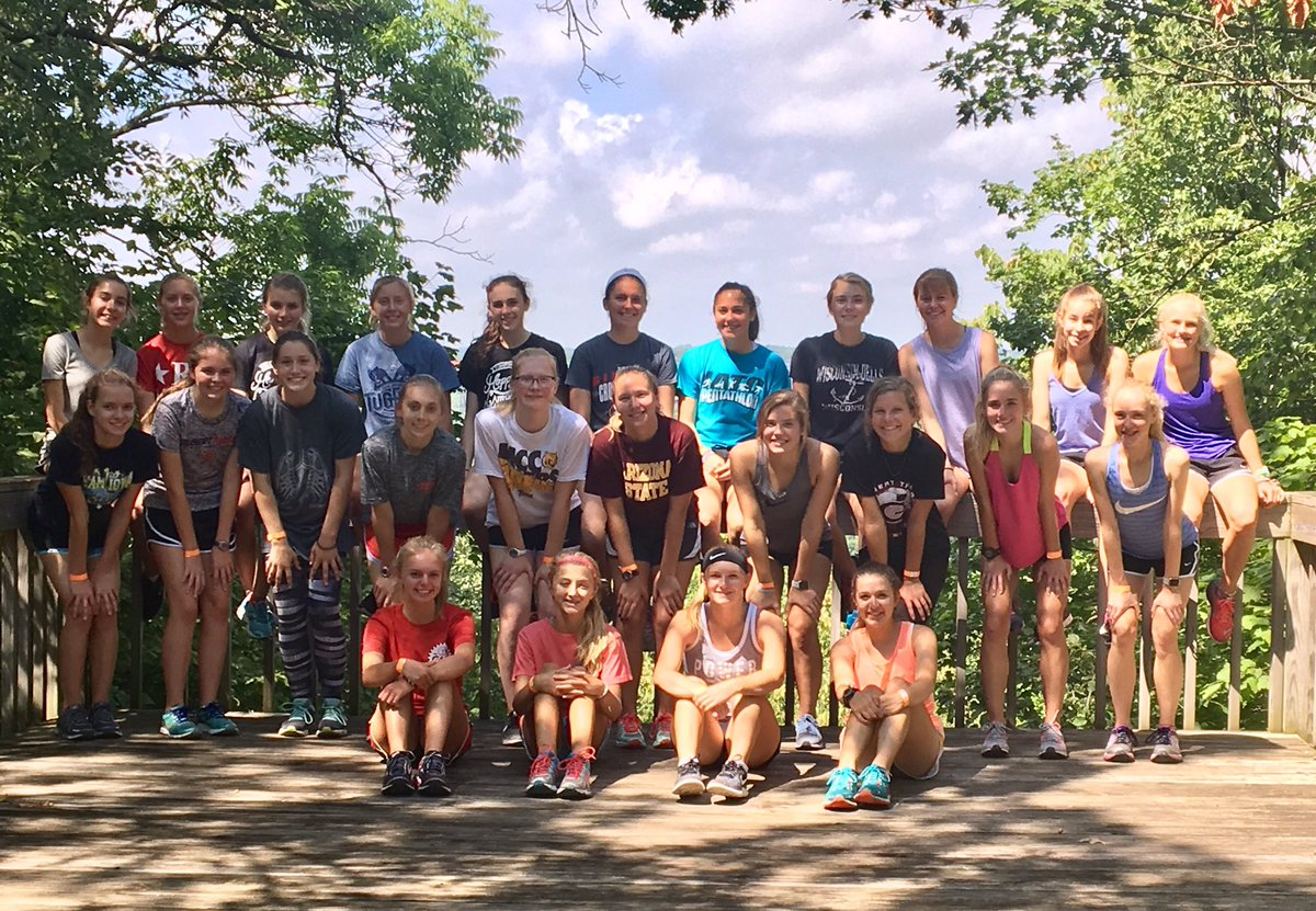 First work-out complete at the Gilbert CC retreat 2017! #BE @IMNSunstream<br>http://pic.twitter.com/ry93EaGgdU