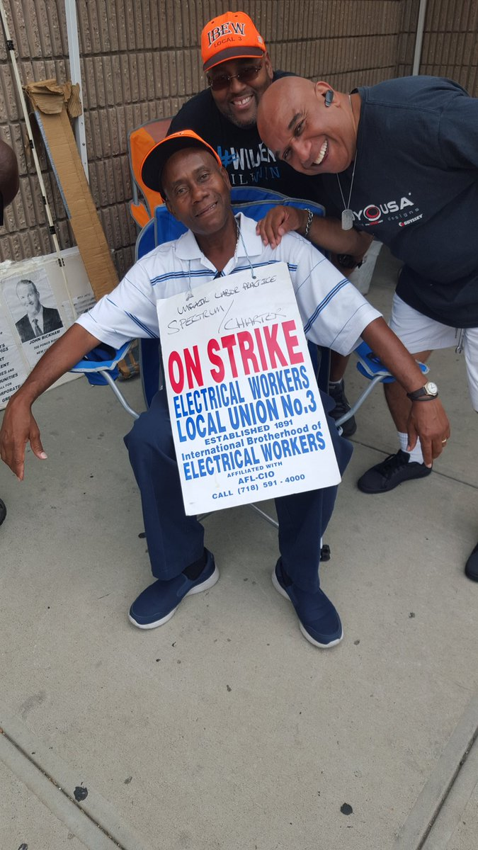 well well it&#39;s 140 days on strike tank you forbs Magazin for Petting spectrum workers in NYC out their #local 3 <br>http://pic.twitter.com/K0YjHpMIxM