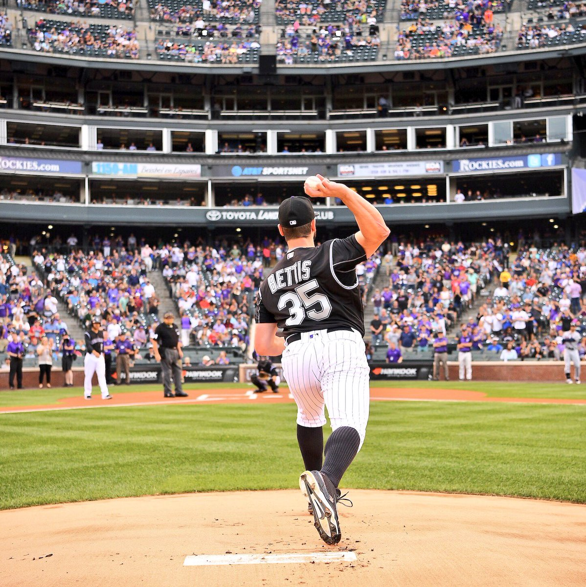 THE ONLY SCORE THAT MATTERS TONIGHT  Chad Bettis: ☝️ Cancer: 0 https://t.co/Y4wV3JDAi9