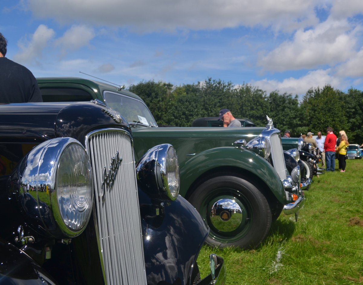 We&#39;re heading to @Wentworth_House on Sunday 17th Sept for the Classic Motor Show #ClassicCar owners register here  https://www. classicmotorshows.co.uk/wentworth-wood house &nbsp; … <br>http://pic.twitter.com/rLqsDOJWnh