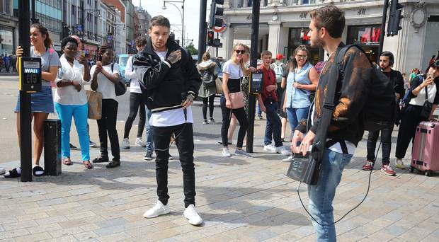 #Liam Payne busks in London     As well as busking outside one of London&#39;s busiest train  http://www. empowr.com/illimattic?p=B 698M &nbsp; … <br>http://pic.twitter.com/RtZCQ4SheM