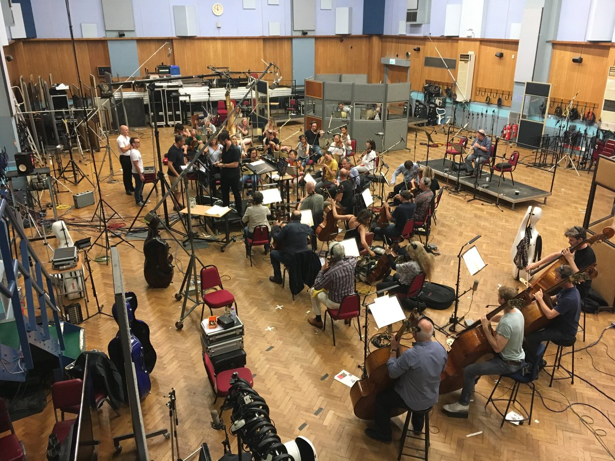 Another photo from yesterday&#39;s #Endeavour session @AbbeyRoad<br>http://pic.twitter.com/UA06d9VlvN