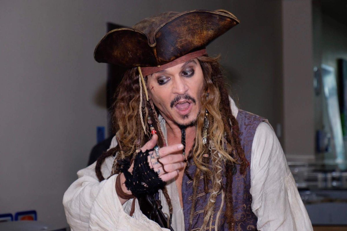 This visit to the Children&#39;s Hospital was not for promotional reasons for #POTC5 It was purely out of the goodness of his heart! He is a gem <br>http://pic.twitter.com/FbKumRfKsl