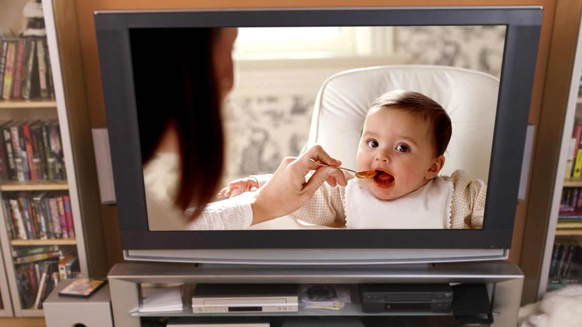 Parents Of Adorable Baby On TV Show Most Likely Insane trib.al/bOtpzce