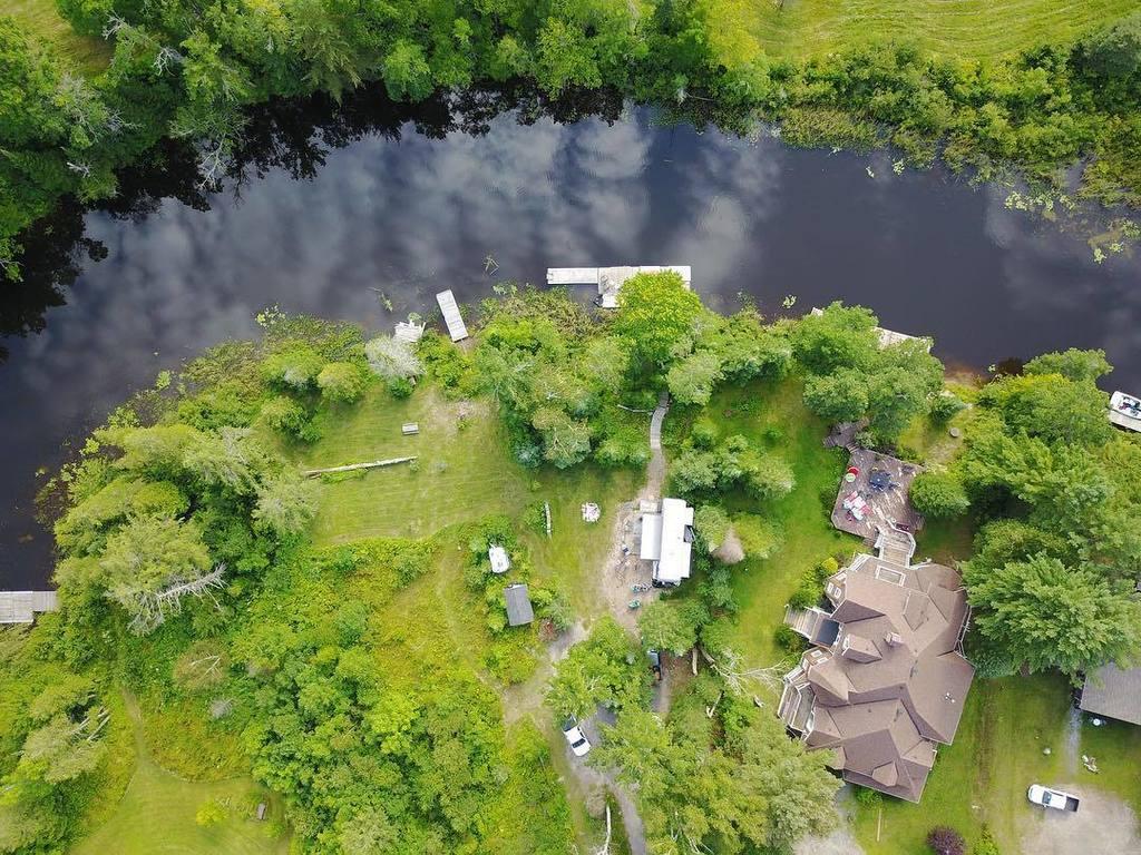 A little drone action. #mavicpro #dji #drone #river #muskoka #rosseau #shadowriver #corbinpattendesigns<br>http://pic.twitter.com/zqkD91fxN9