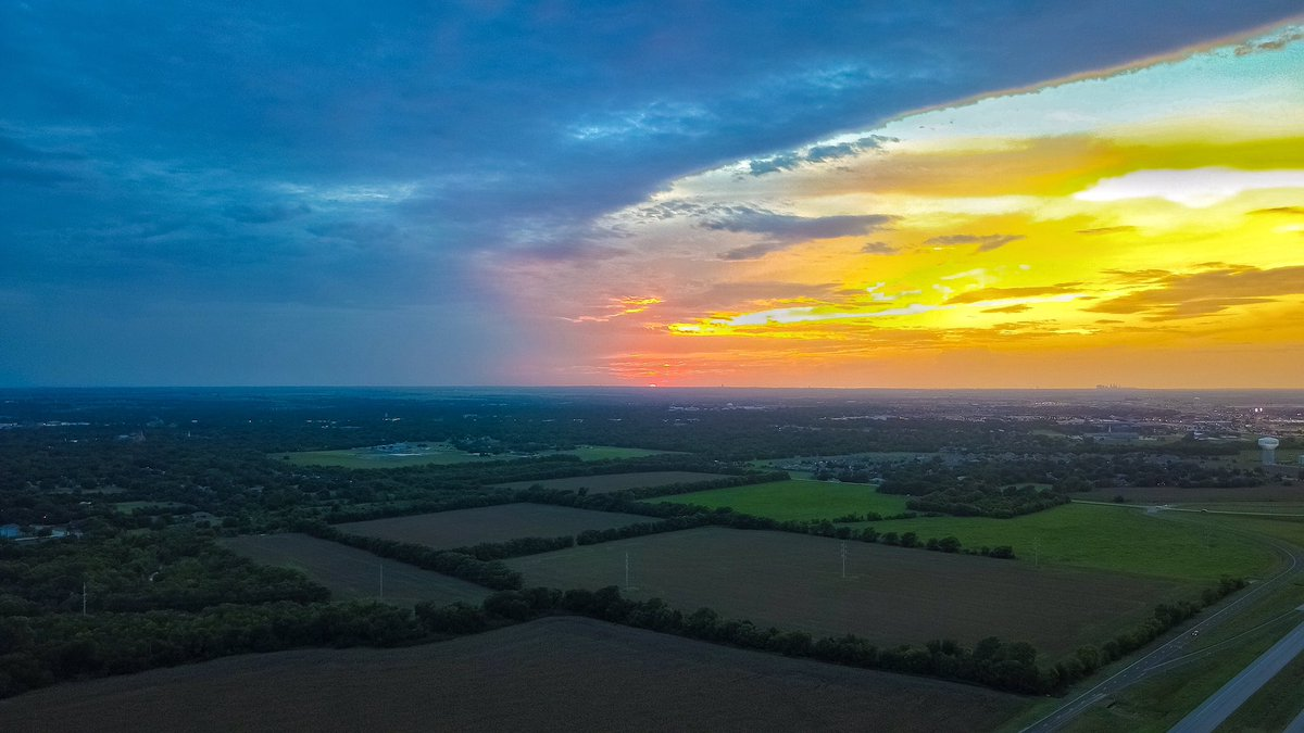 Flew the #drone to catch a decent #Texas #sunset somewhere south of Forth Worth. @DJIGlobal #DJI #MavicPro<br>http://pic.twitter.com/2kXImLROdV