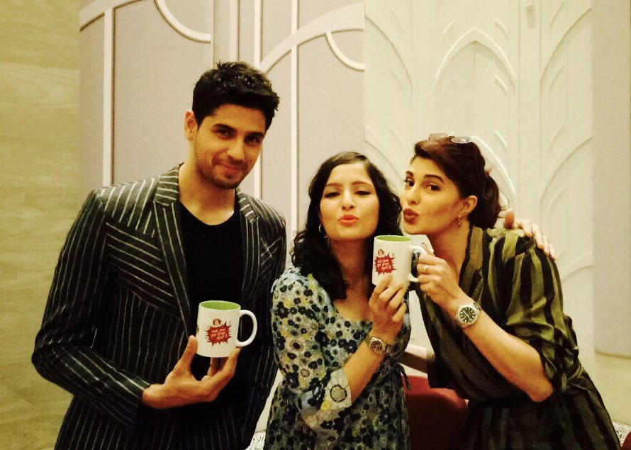Spent dis aftn wid dem..He stands tall n  #handsome n she has the best #legs in #HindiFilmIndustry  @Asli_Jacqueline @S1dharthM @MYFMIndia<br>http://pic.twitter.com/C1f3eRwE2l